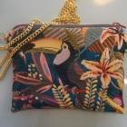Tasche mit Tukan und Goldkette